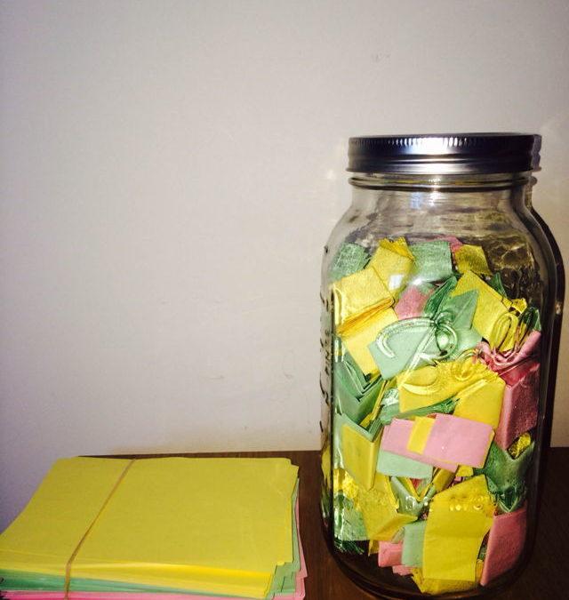 52 moments positifs ou pensées agréables sur 52 papiers de couleurs